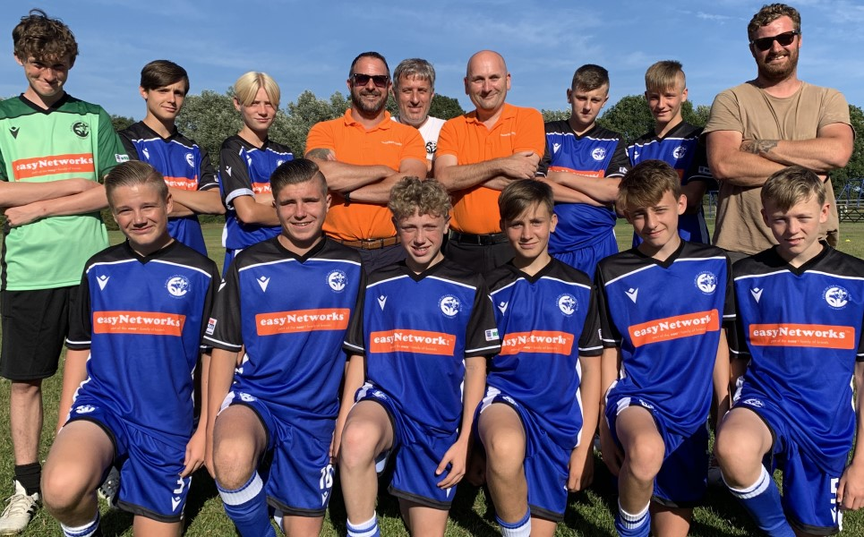 picture of young football team proud of their new football kit with easyNetworks logo